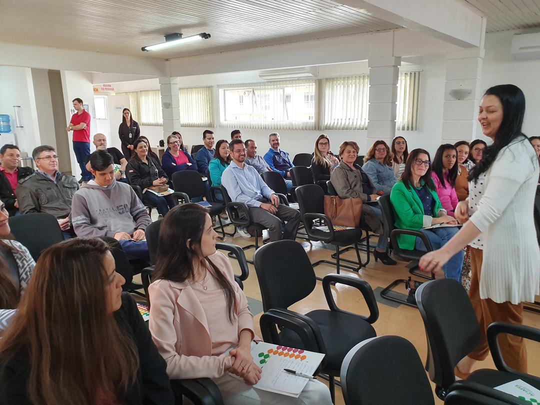 Cerca de 50 pessoas participam de curso sobre Gestão Empresarial